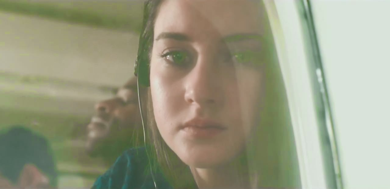 white bird in a blizzard shailene woodley
