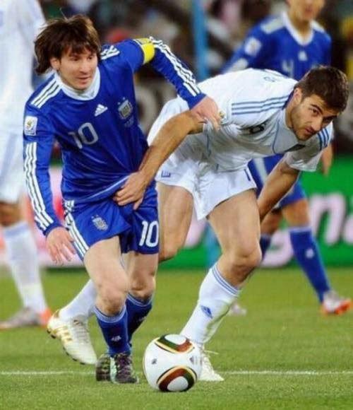 smešna slika: Lionel Messi uhvaćen za jaja