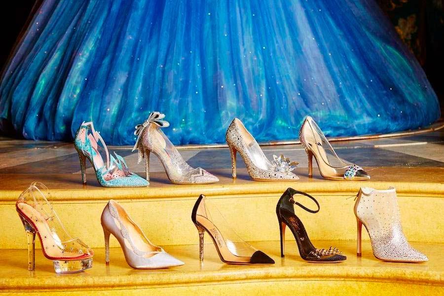 Sapato da Cinderela recriado por designs -  filme a 19 março