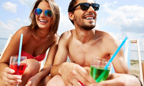 5 Ways to Improve Your Relationship with Your Girlfriend,man woman drinking juice summer beach