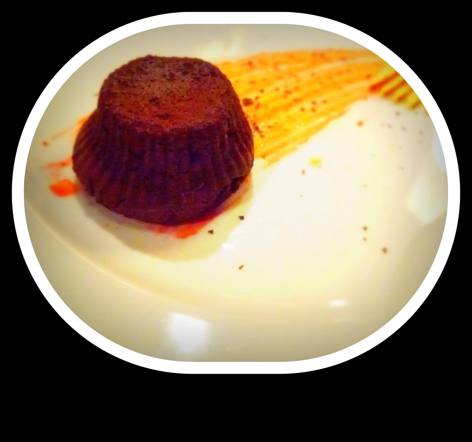 Restauracja wegetariańska, wegańska, bezglutenowa, Wielopole 3, czekoladowa babeczka z płynnym wnętrzem