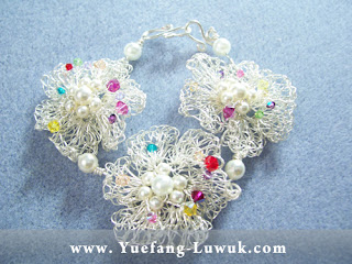 Wire Crochet_Bracelet_Finishing_with_center_embellishment