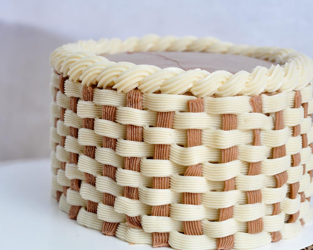 Step By Step Rope Border Cake