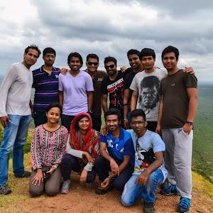 Group photo on Makalidurga peak