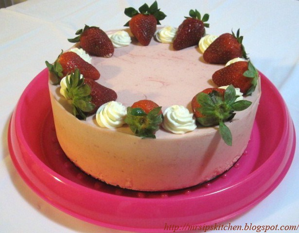 Mrs. Ip's Kitchen: White Chocolate Strawberry Mousse Cake