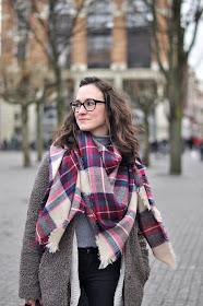 Maxi scarf