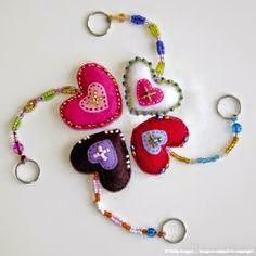 aprenda a fazer um chaveiro de coração com feltro