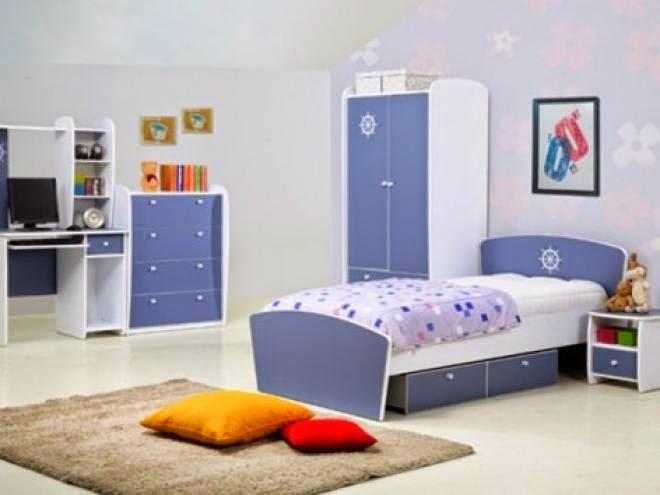 غرفة باللون الازرق والأبيض