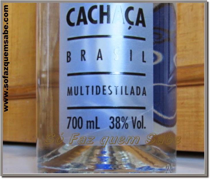 Rótulo de bebida indicando a graduação alcoólica e porcentagem de volume (%Vol.)