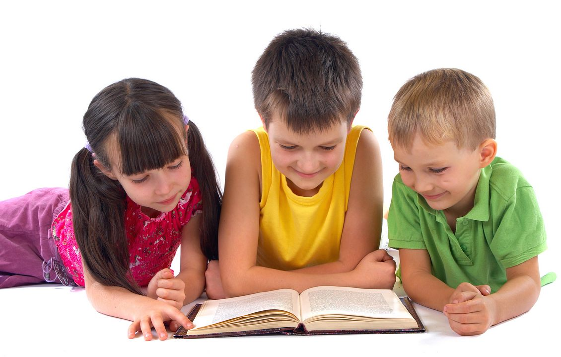 Hasil gambar untuk anak membaca buku