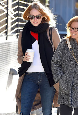 Outfit inspiration for cold weather, what to wear to NYC, celebrity street style, casual outfit idea