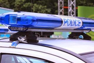 74-годишен открадна 8 лева от 84-годишна баба пред полицаи