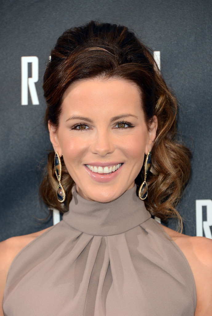kate-beckinsale-half-up-half-down-hairs