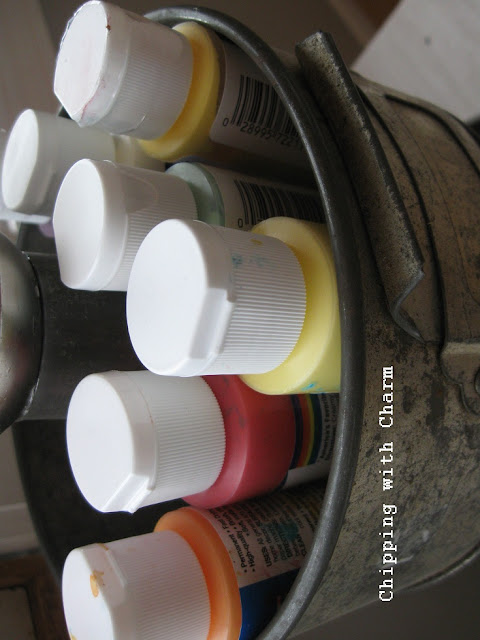 Chipping with Charm:  Stacked Pans for Storage...http://chippingwithcharm.blogspot.com/