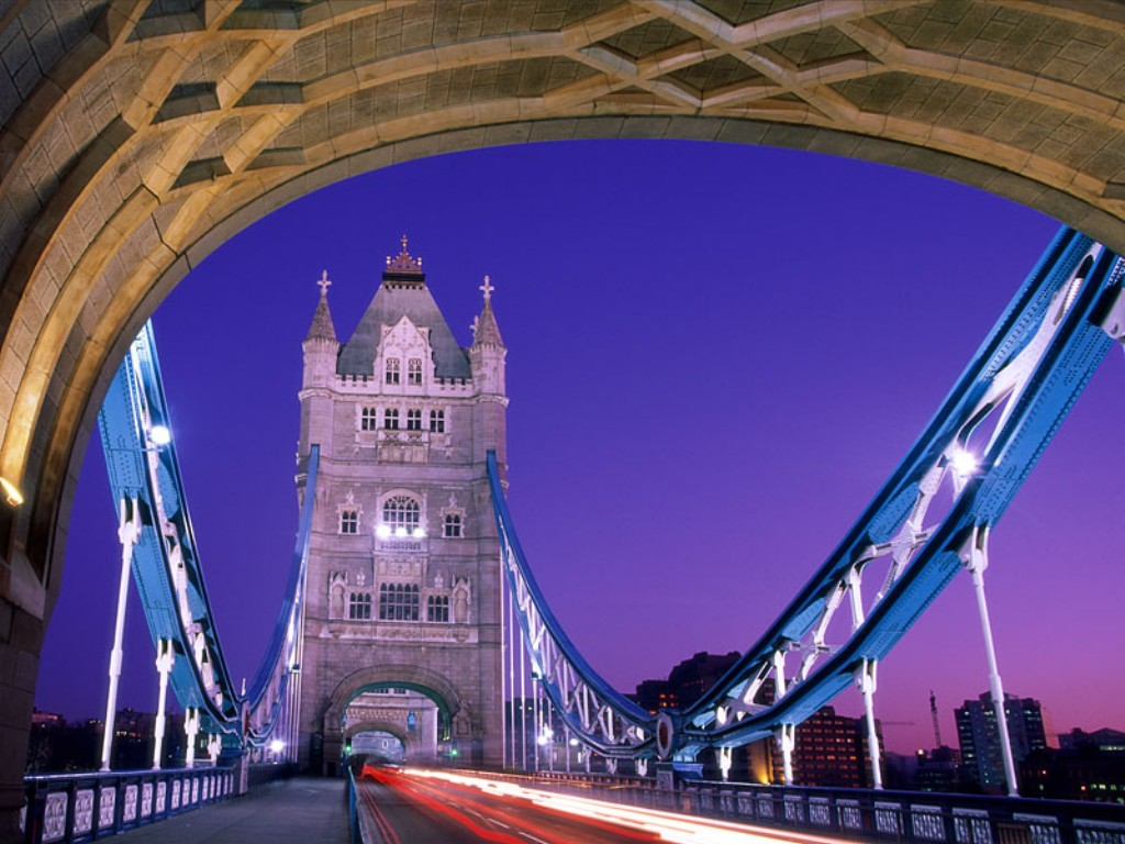 Crossing Over, Tower Bridge, England    Top Wallpapers Download .blogspot.com