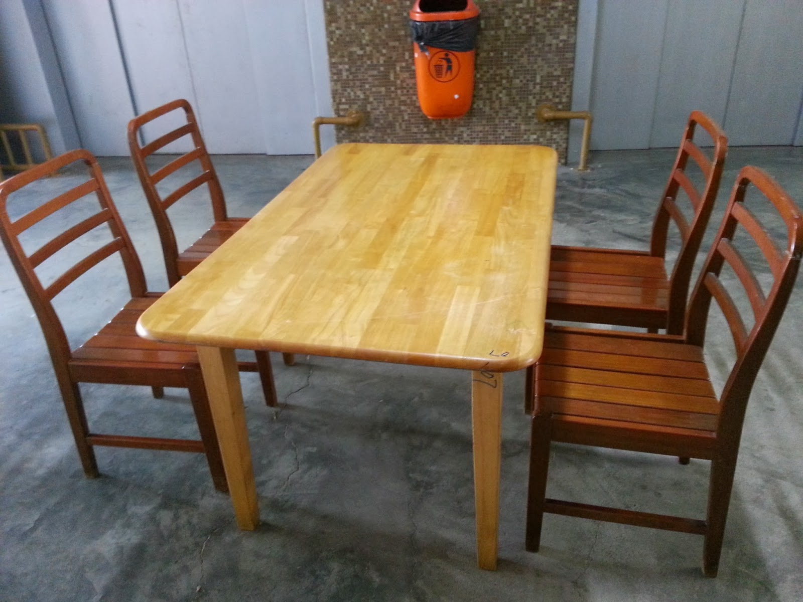 Second hand dining room chairs