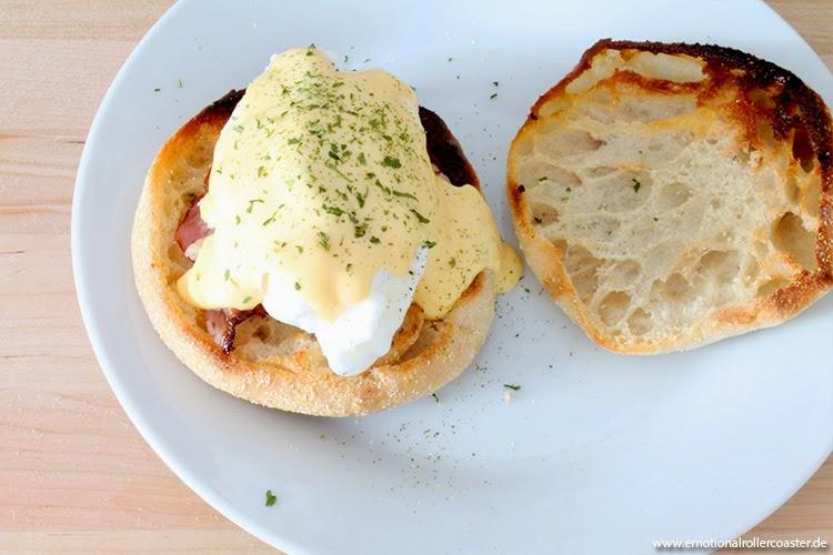 Eggs Benedict mit Speck, Ei und Sauce Hollandaise