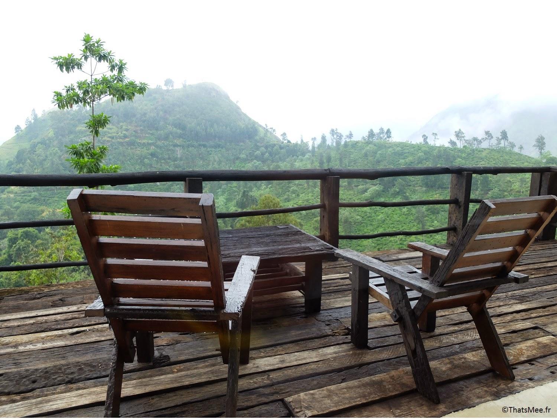 Terrasse du bungalow hutte bois sauvage nature 98 acres resort hotel Ella Sri-Lanka