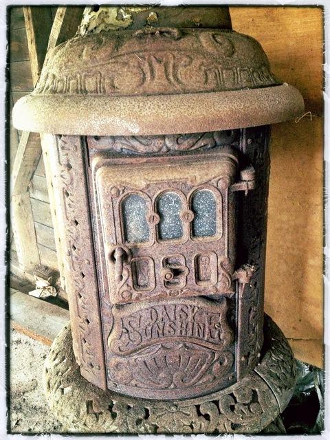 Daisy Sunshine Antique Wood Stove - Daisy Sunshine Antique Wood Stove Content In A Cottage