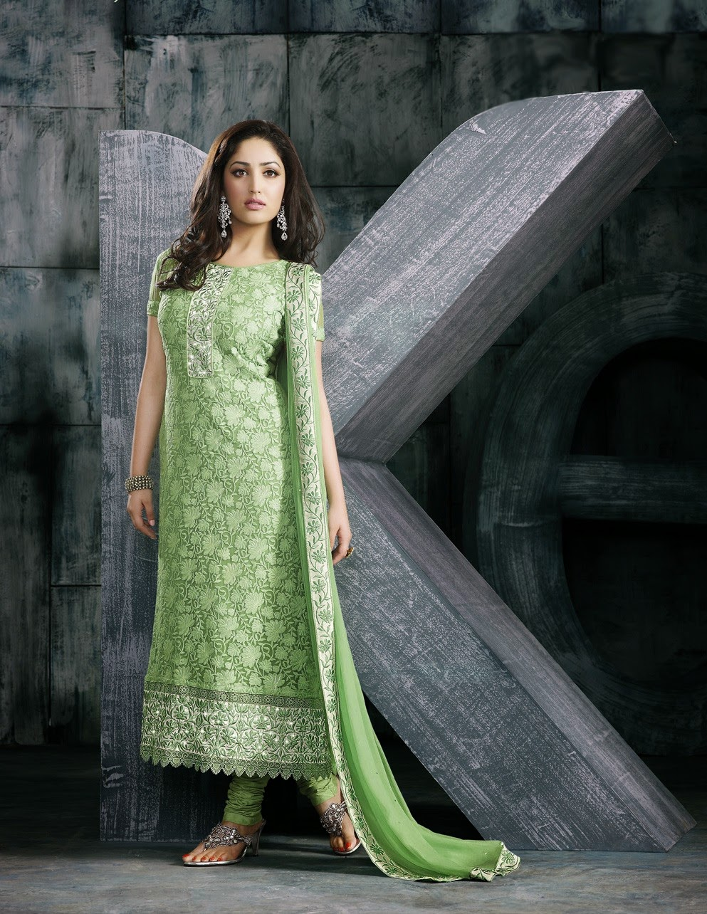 Yami Gautam Embroidered Churidar Suit Wallpapers Free Download