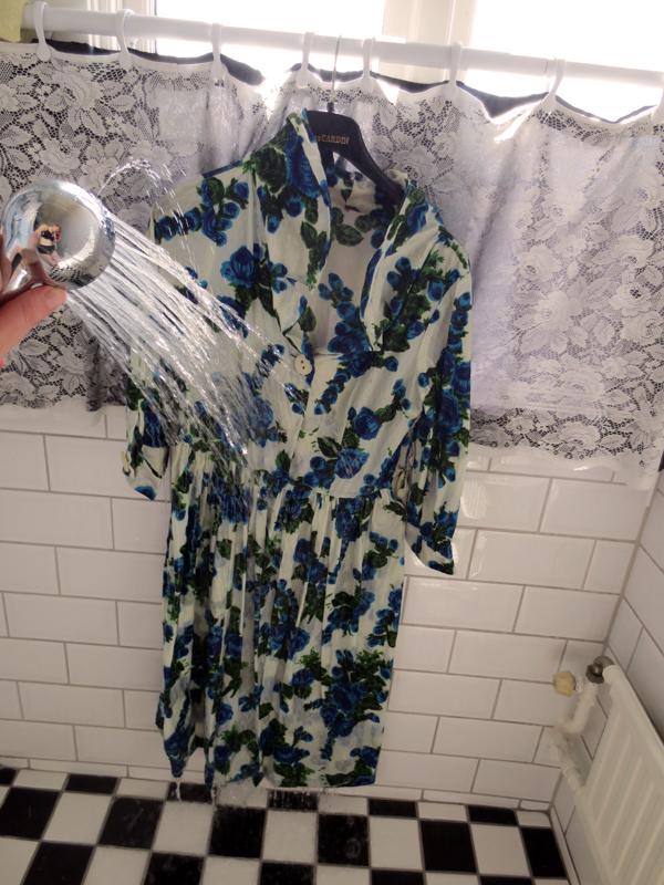 Skölja vintageklänning