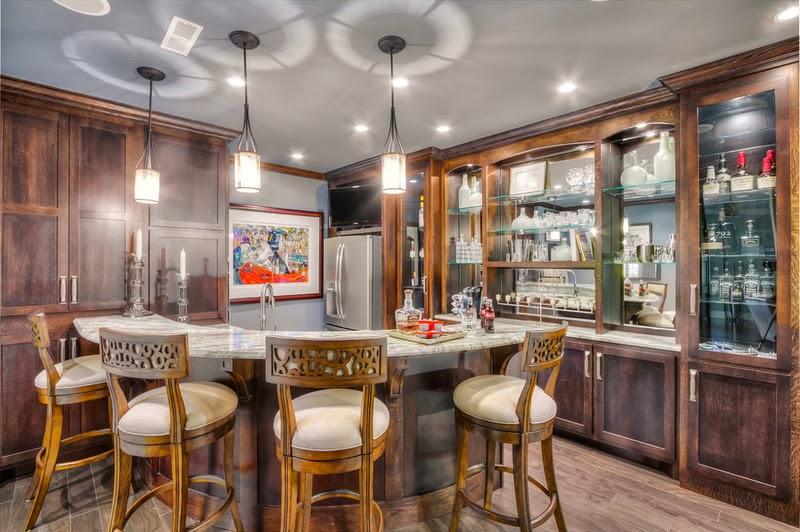 Hogares frescos lujoso y encantador s tano una amplia for Mini bar debajo de escaleras