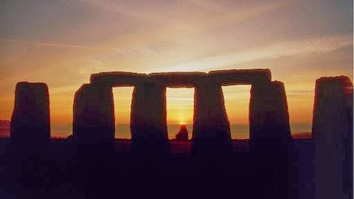 Sun rising  - Stonehenge