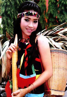 Ouk Lakena Khmer Singer