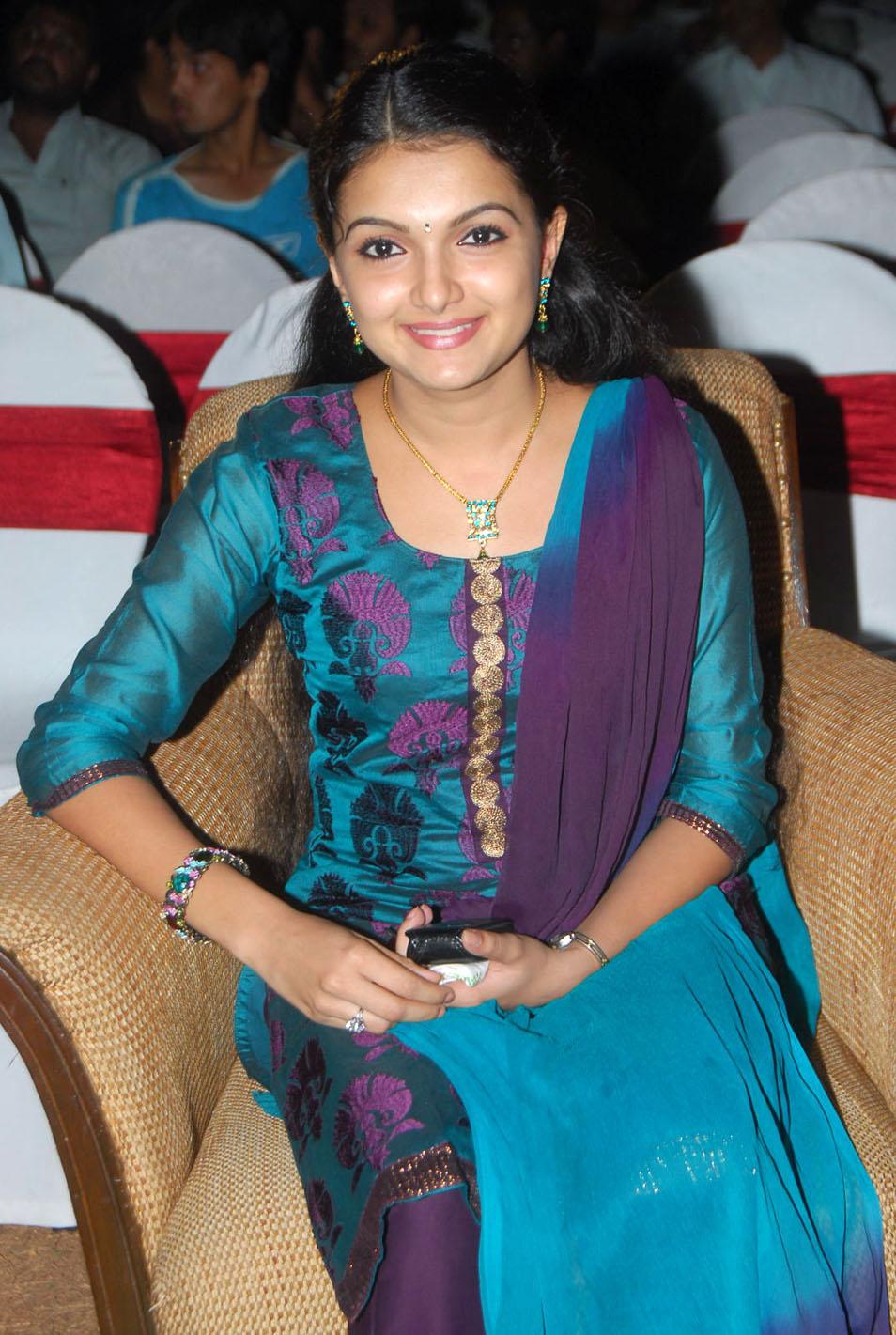, Saranya Mohan Pics