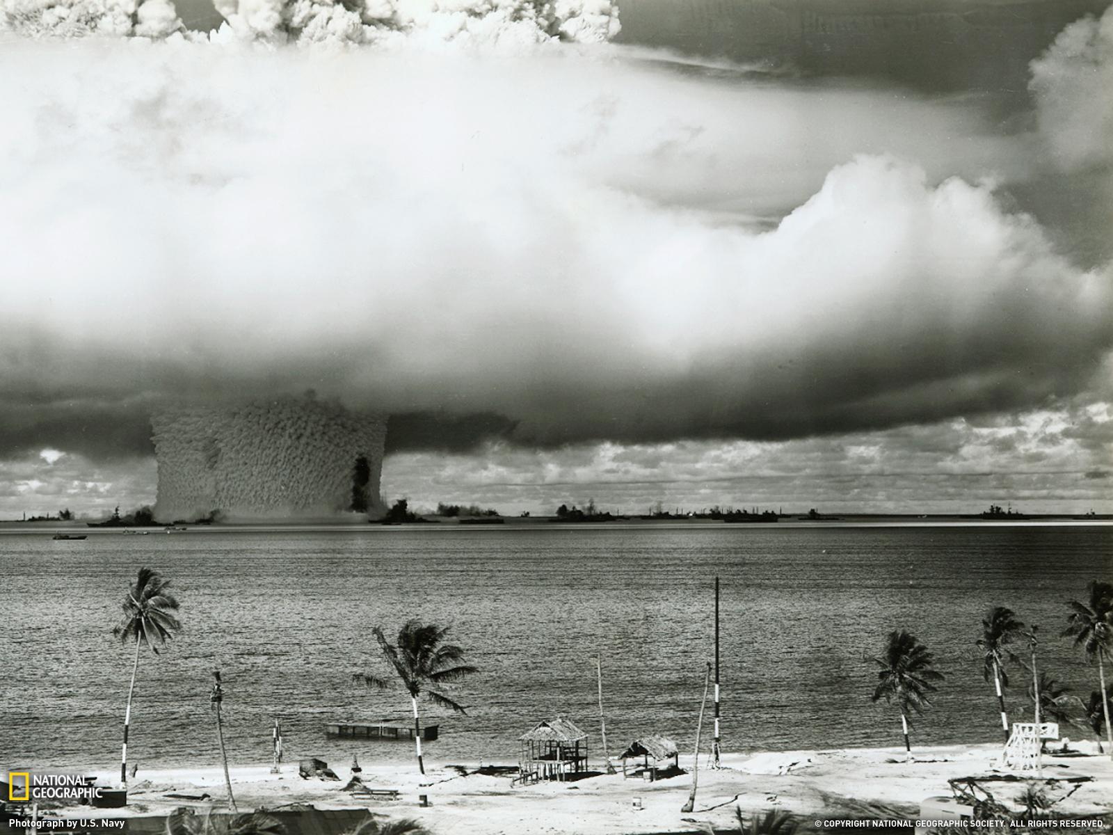 http://3.bp.blogspot.com/-zVyMtgTrQCk/Tb-HV33npZI/AAAAAAAAAQE/uRHO60y1xkw/s1600/8003_1600x1200-wallpaper-Atom+Bomb+Test%2C+wow+Atoll.jpg