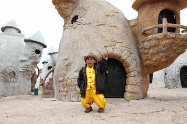Mengintip Kerajaan Orang Kecil, Surga Bagi Pengidap Dwarfisme