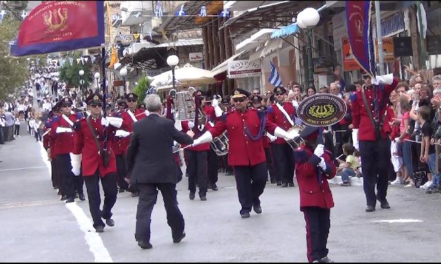 Παρέλαση με ευτράπελα στη Κυπαρισσία-Κόντεψε να διακοπεί