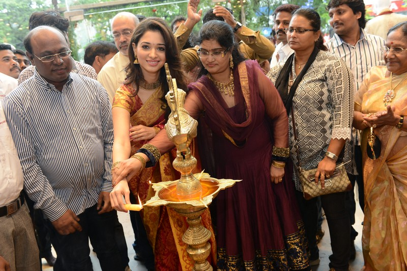 Actess Tamanna inaugurated Kalanikethan Showroom