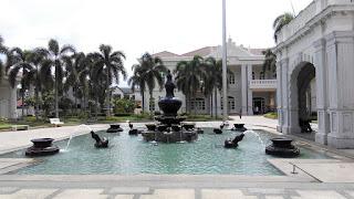 galeri sultan azlan shah, kuala kangsar, kolam air pancut