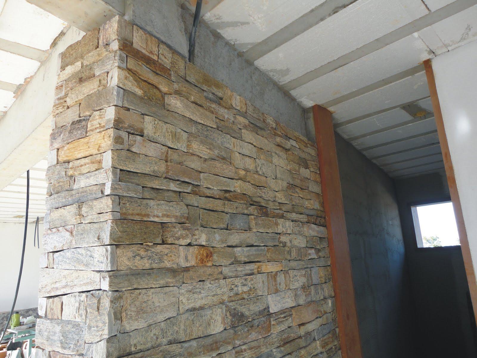 Revestimento de parede com filete de pedra madeira for Mosaicos para paredes interiores