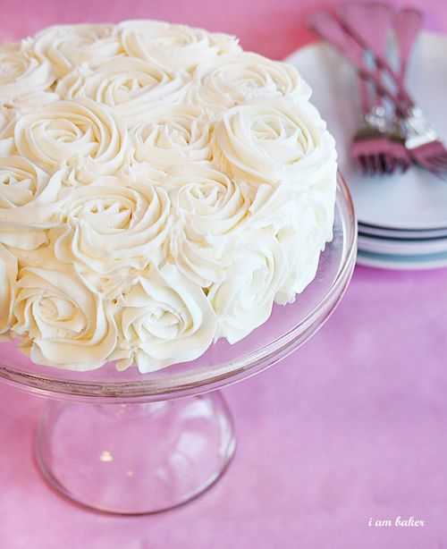 Cake Decorating Icing Roses : anna and blue paperie: {tutorial} How to Frost Cakes Like ...
