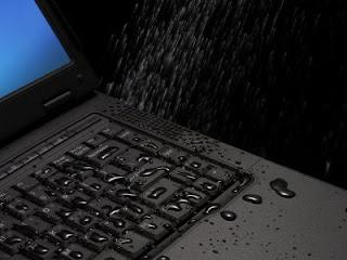 agua-teclado-portatil