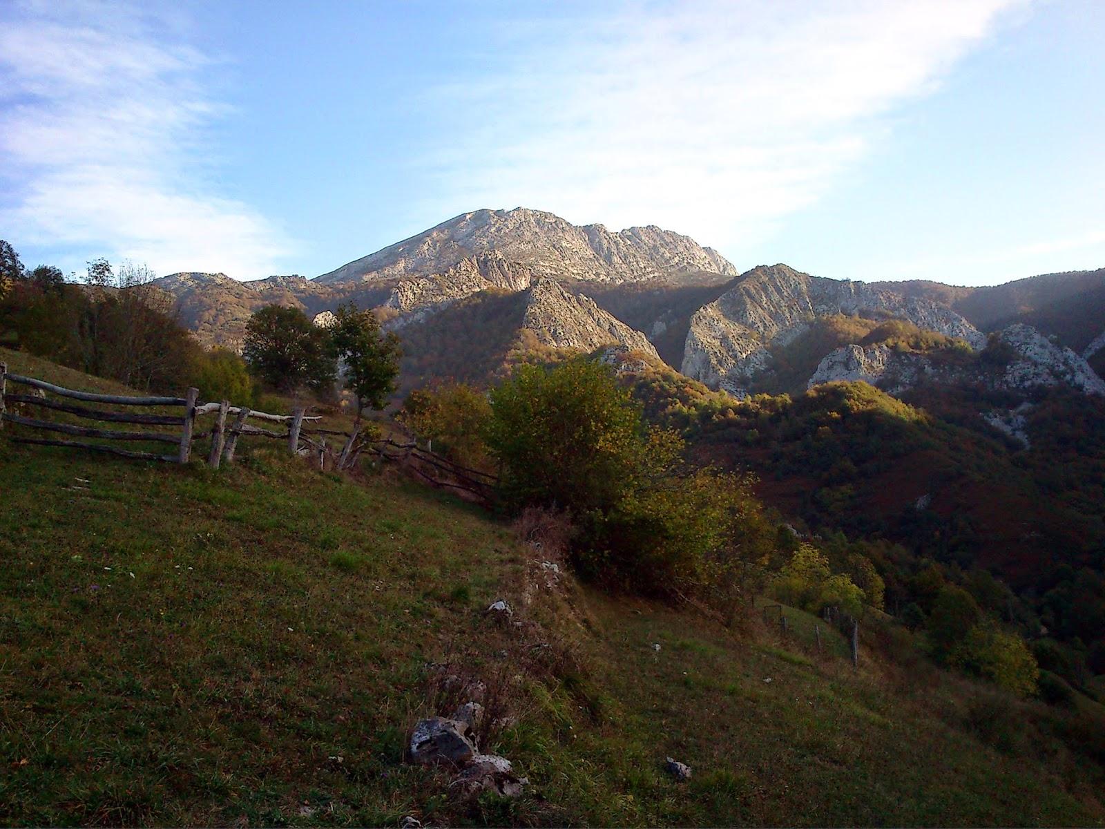 Vista hacia el Tiatordos y Foz de Palombar.