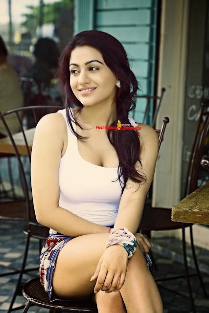 Aksha Pardasany 7.jpg