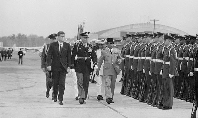 Revolusi Ilmiah - Bung Karno disegani oleh Bangsa-bangsa