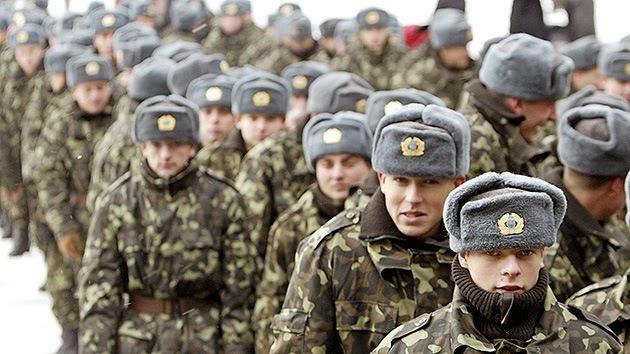 Soldados de Ucrania en las unidades militares de Crimea están dimitiendo en masa