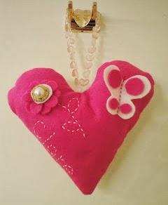 http://shanghaimonkey.blogspot.ca/2010/06/sweet-heart-hanger-craft.html