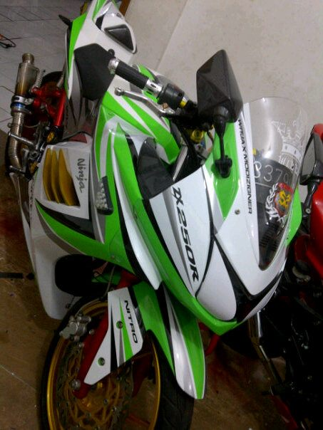 MODIFICATION KAWASAKI NINJA 250 rim Gold.Standard Motor is classified  title=