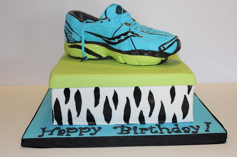 Birthday Cake Pictures For Runners : Sweet Stirrings: Running Shoe Cake!