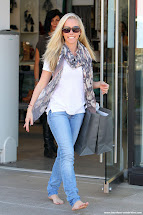 Barefoot Celebrities Kendra Wilkinson Shopping