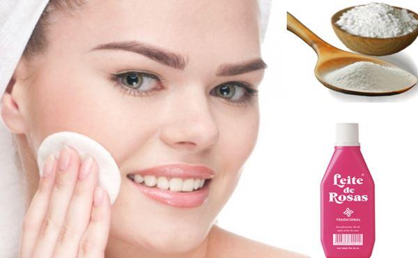 mulher limpando o rosto, frasco de leite de rosas e vasilha com bicarbonato de sódio