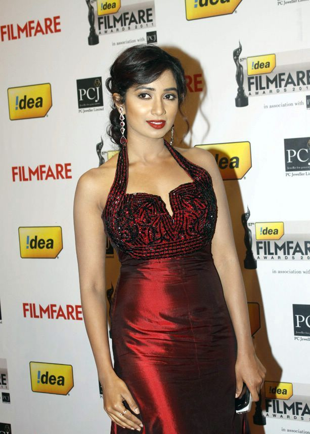 Shreya ghoshal in Red Dress1 - Shreya ghoshal At 57th Idea Filmfare Awards 2011
