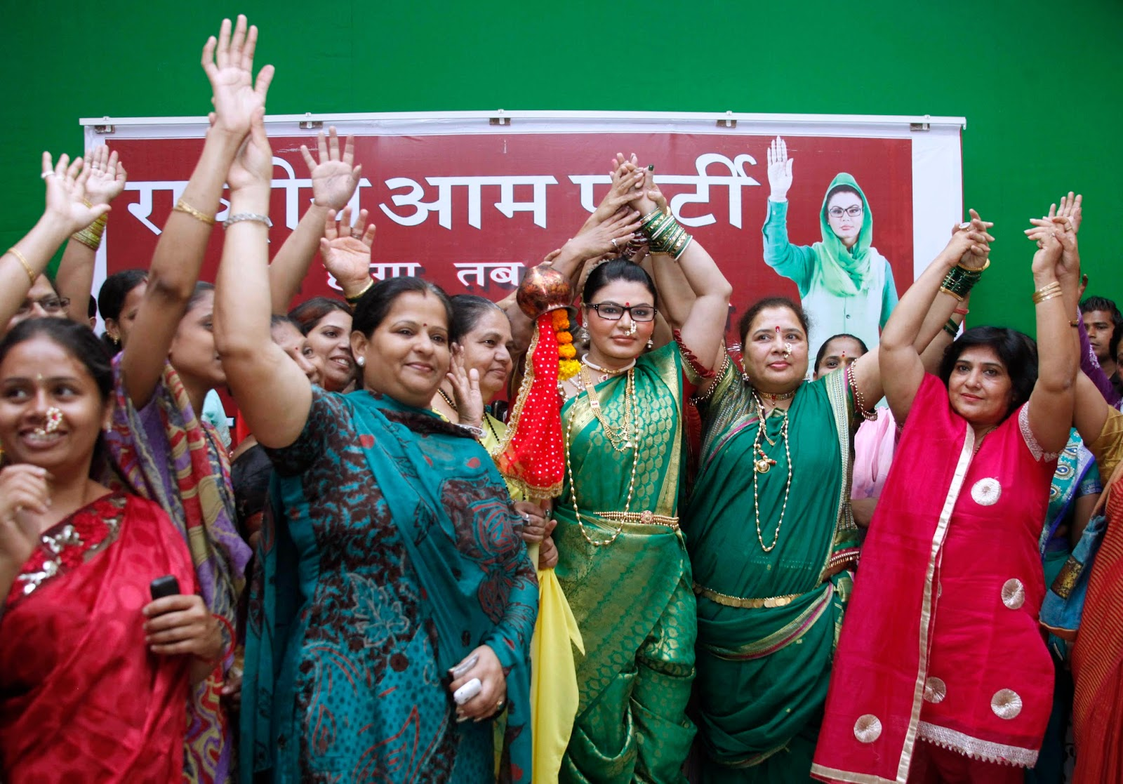 http://www.notchmag.com/photo/24464/rakhi-sawant-celebrates-gudi-padwa-in-mumbai