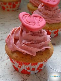 http://cecilecupcakecafe.blogspot.de/2013/12/erdbeer-bananen-cupcakes-cp-love.html