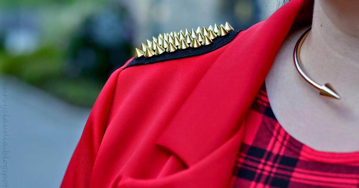 curvy claudia lady in red tartan. Black Bedroom Furniture Sets. Home Design Ideas